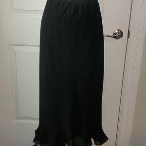Ladies lined frilly black skirt ruffled hem EUC
